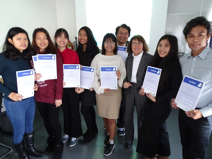 Awarding the honorary ambassador certificate East-Württemberg in the current Winter semester to eight exchange students from Myanmar at Aalen University from Dr. Ursula Bilger, director of WiRO (pictured 3rd from right)